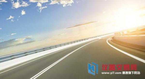 汽车未来的发展方向是电动化,超级高速公路在设计中自然也考虑到了.