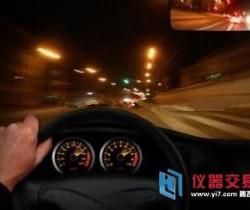 失控奔驰车高速狂奔 官方:无后台干预
